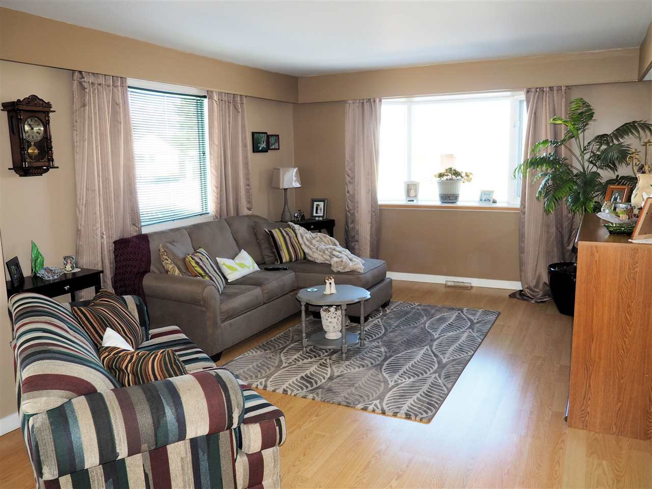 Photo 2: Photos: 905 HARPER Street in Prince George: Central House for sale (PG City Central (Zone 72))  : MLS®# R2040972