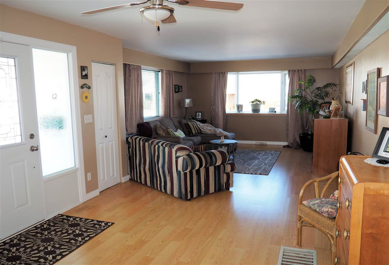 Photo 3: Photos: 905 HARPER Street in Prince George: Central House for sale (PG City Central (Zone 72))  : MLS®# R2040972