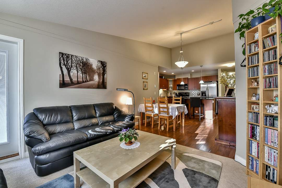 Photo 7: Photos: 403 19730 56 Avenue in Langley: Langley City Condo for sale : MLS®# R2052823