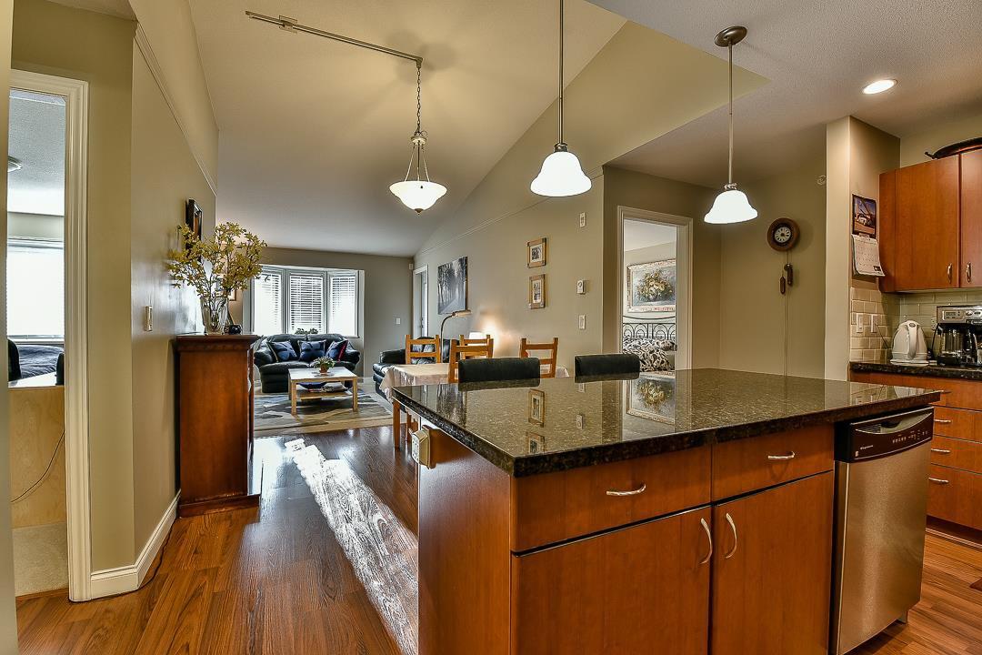Photo 2: Photos: 403 19730 56 Avenue in Langley: Langley City Condo for sale : MLS®# R2052823