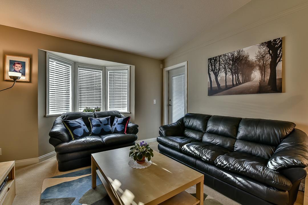Photo 5: Photos: 403 19730 56 Avenue in Langley: Langley City Condo for sale : MLS®# R2052823