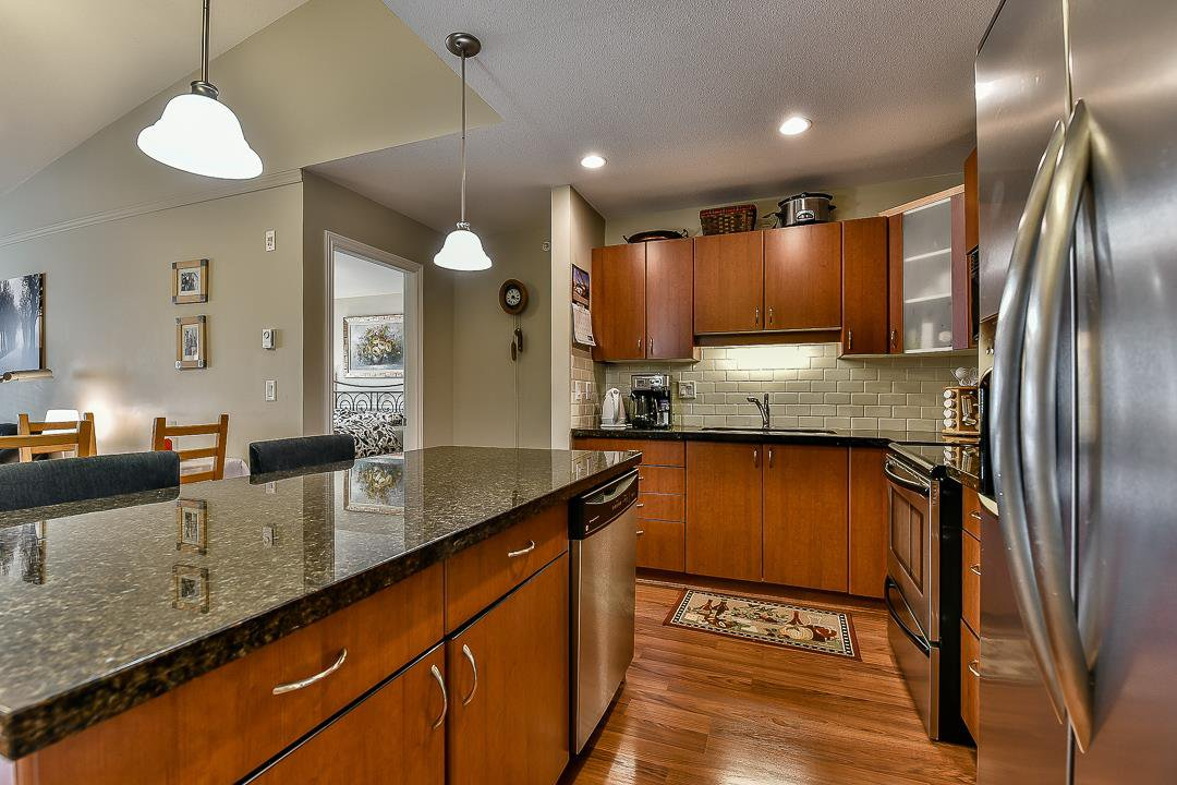 Photo 11: Photos: 403 19730 56 Avenue in Langley: Langley City Condo for sale : MLS®# R2052823