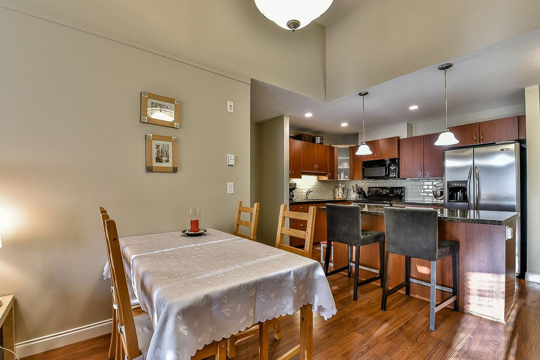 Photo 9: Photos: 403 19730 56 Avenue in Langley: Langley City Condo for sale : MLS®# R2052823