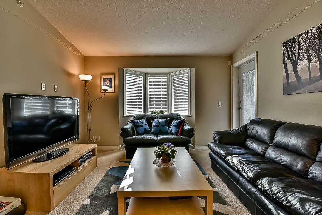 Photo 4: Photos: 403 19730 56 Avenue in Langley: Langley City Condo for sale : MLS®# R2052823