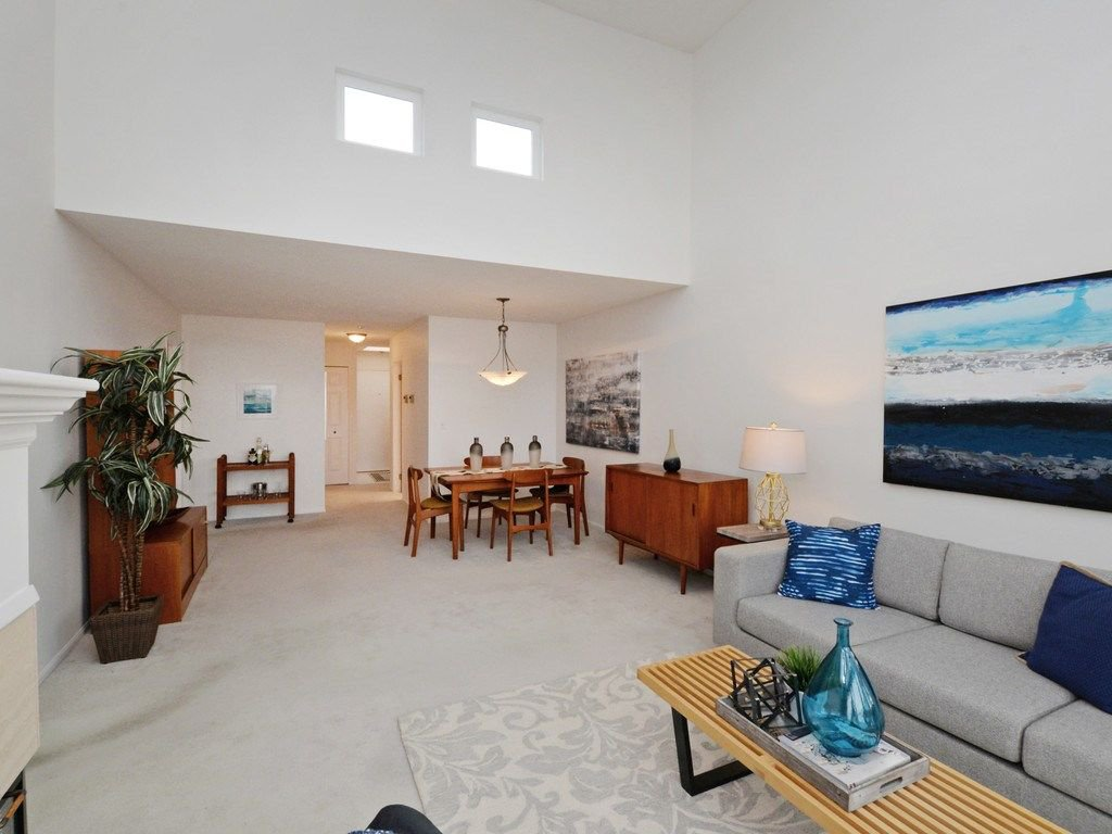 """Photo 6: Photos: 402 106 W KINGS Road in North Vancouver: Upper Lonsdale Condo for sale in """"KINGS COURT"""" : MLS®# R2233563"""