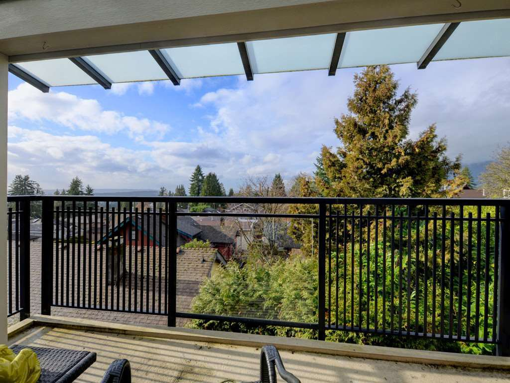 """Photo 3: Photos: 402 106 W KINGS Road in North Vancouver: Upper Lonsdale Condo for sale in """"KINGS COURT"""" : MLS®# R2233563"""
