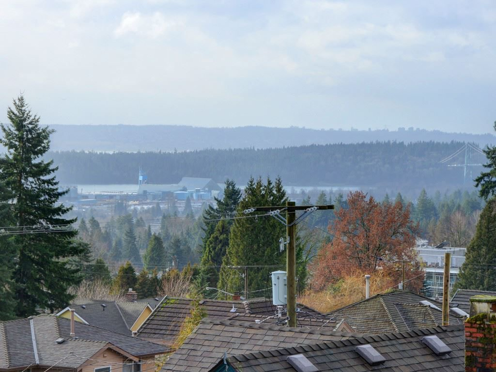 """Photo 2: Photos: 402 106 W KINGS Road in North Vancouver: Upper Lonsdale Condo for sale in """"KINGS COURT"""" : MLS®# R2233563"""