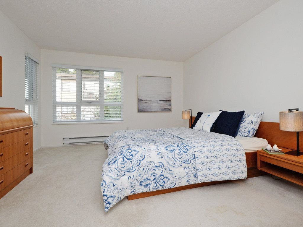 """Photo 11: Photos: 402 106 W KINGS Road in North Vancouver: Upper Lonsdale Condo for sale in """"KINGS COURT"""" : MLS®# R2233563"""