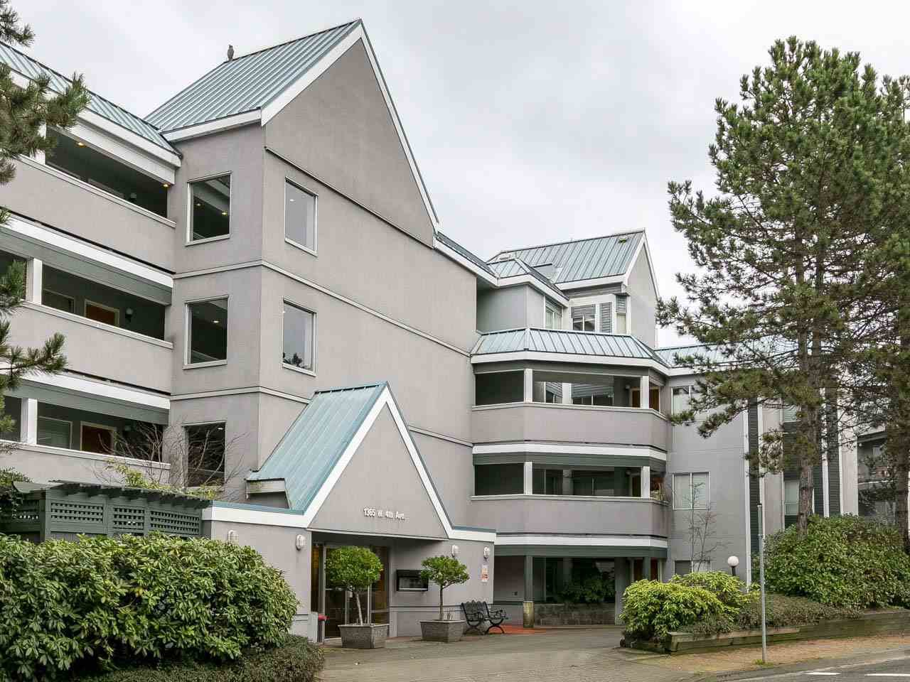 "Main Photo: 105 1365 W 4TH Avenue in Vancouver: False Creek Condo for sale in ""Granville Island Village"" (Vancouver West)  : MLS®# R2238704"