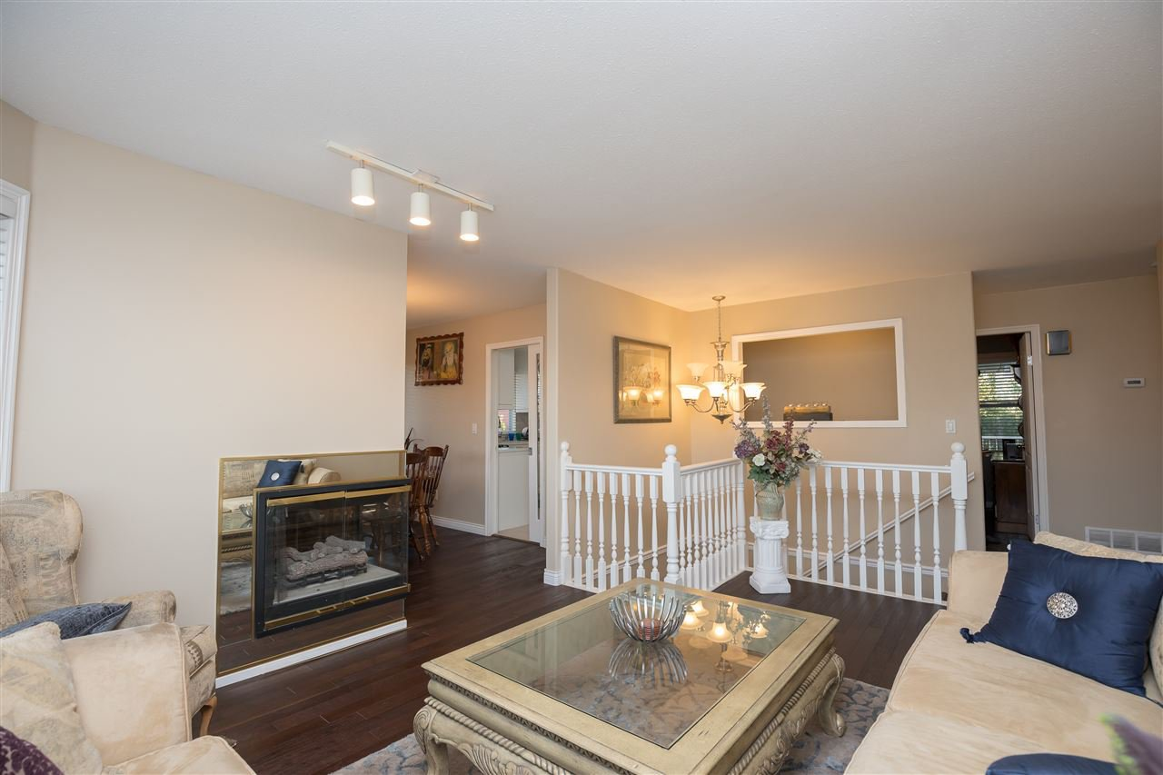 Photo 3: Photos: 30432 SANDPIPER Drive in Abbotsford: Abbotsford West House for sale : MLS®# R2310019