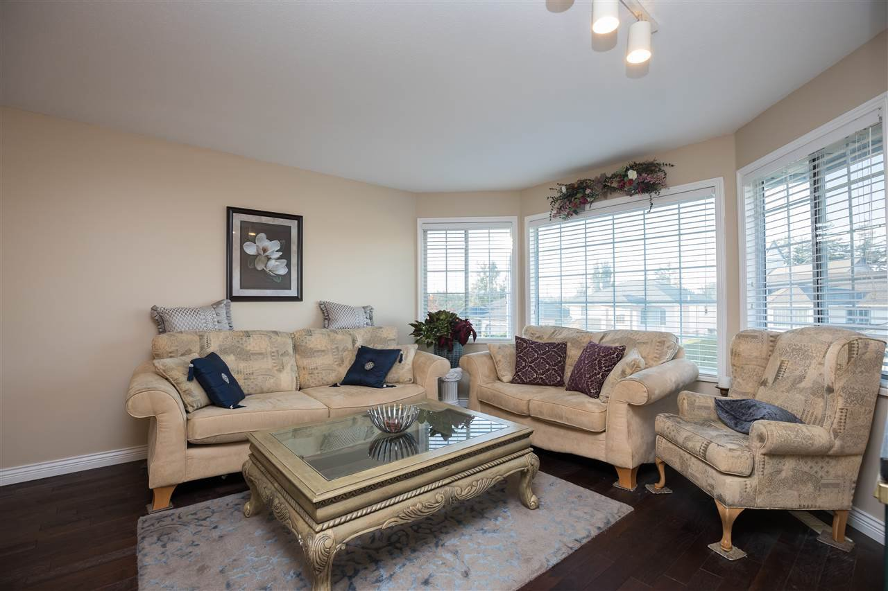 Photo 2: Photos: 30432 SANDPIPER Drive in Abbotsford: Abbotsford West House for sale : MLS®# R2310019