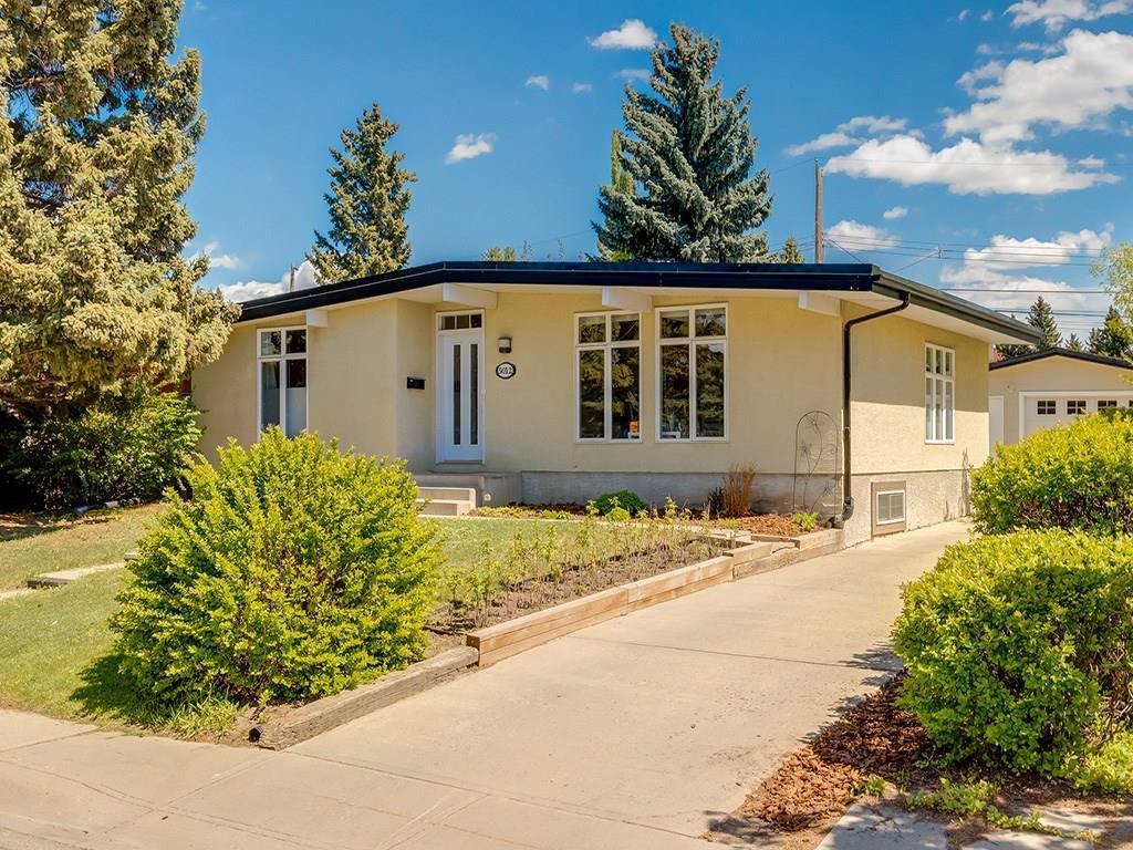Main Photo: 5012 Bulyea Road NW in Calgary: Brentwood Detached for sale : MLS®# C4224301