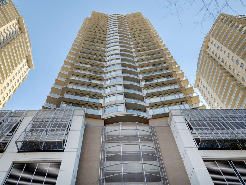 "Main Photo: 2701 892 CARNARVON Street in New Westminster: Downtown NW Condo for sale in ""Azure II"" : MLS®# R2345911"