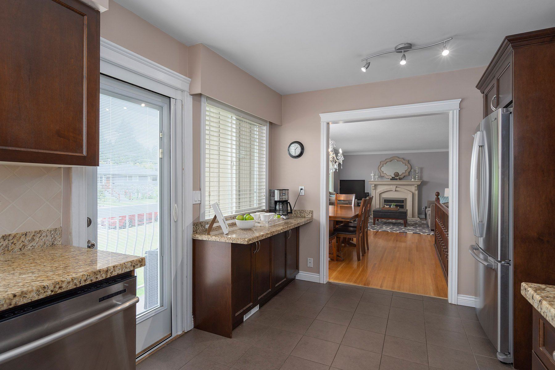Photo 9: Photos: 423 MONTGOMERY Street in Coquitlam: Central Coquitlam House for sale : MLS®# R2380693