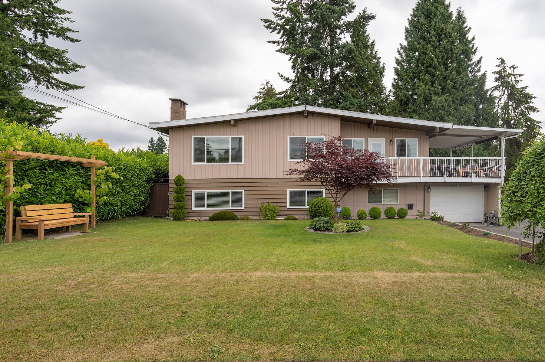 Photo 1: Photos: 423 MONTGOMERY Street in Coquitlam: Central Coquitlam House for sale : MLS®# R2380693