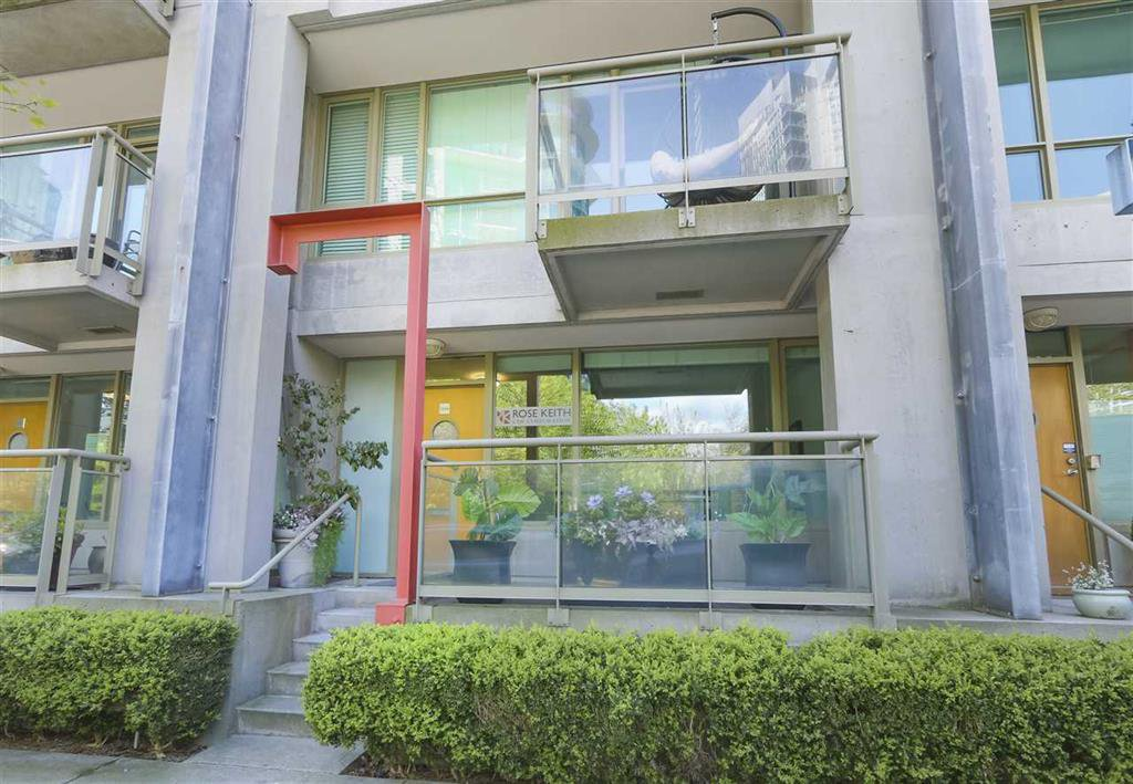 Main Photo: 1486 West Hastings Street in Vancouver: Coal Harbour Townhouse for sale (Vancouver West)  : MLS®# R2405881