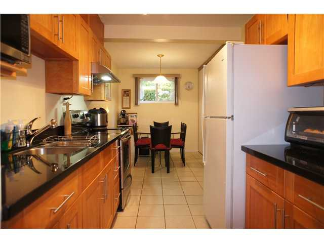 """Main Photo: 2749 ELLERSLIE Avenue in Burnaby: Montecito Townhouse for sale in """"CREEKSIDE"""" (Burnaby North)  : MLS®# V1065071"""