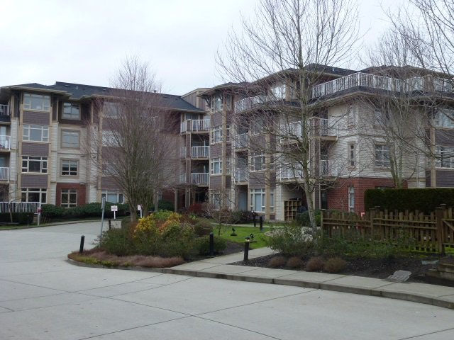 """Photo 2: Photos: 111 7337 MACPHERSON Avenue in Burnaby: Metrotown Condo for sale in """"CADENCE"""" (Burnaby South)  : MLS®# R2027010"""