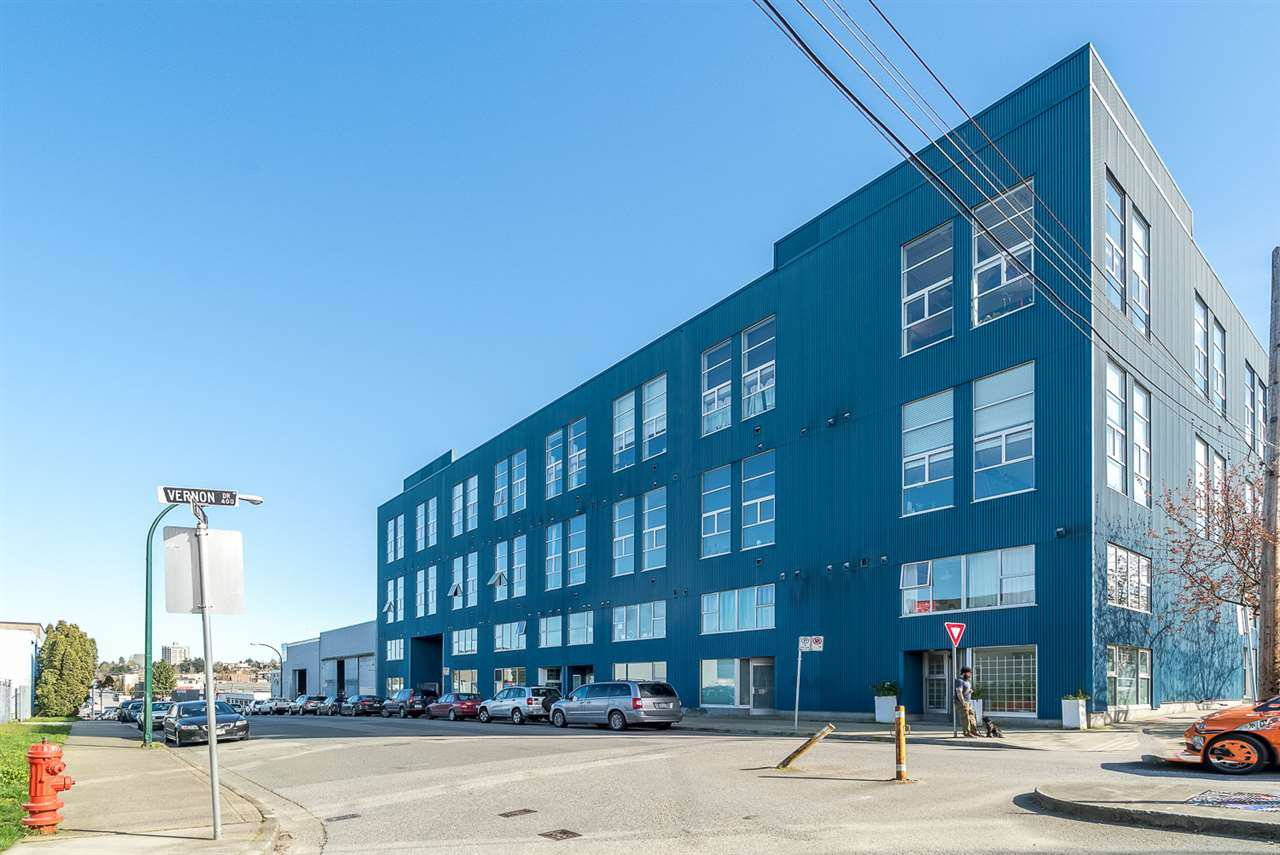 "Main Photo: 212 1220 E PENDER Street in Vancouver: Mount Pleasant VE Condo for sale in ""THE WORKSHOP"" (Vancouver East)  : MLS®# R2053903"