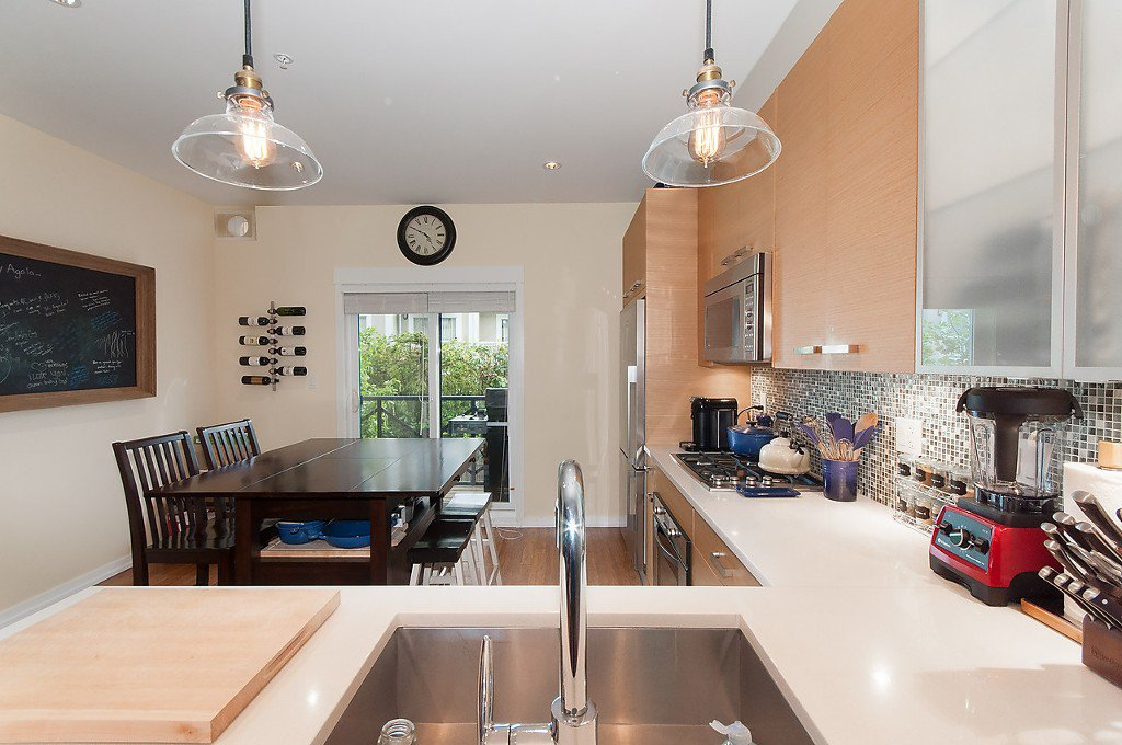 "Photo 12: Photos: 958 W 15TH Avenue in Vancouver: Fairview VW Townhouse for sale in ""THE CLASSIX"" (Vancouver West)  : MLS®# R2063040"