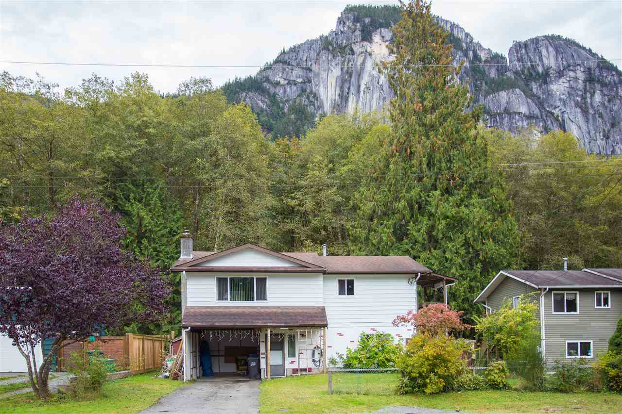Main Photo: 37968 MAGNOLIA Crescent in Squamish: Valleycliffe House for sale : MLS®# R2131492