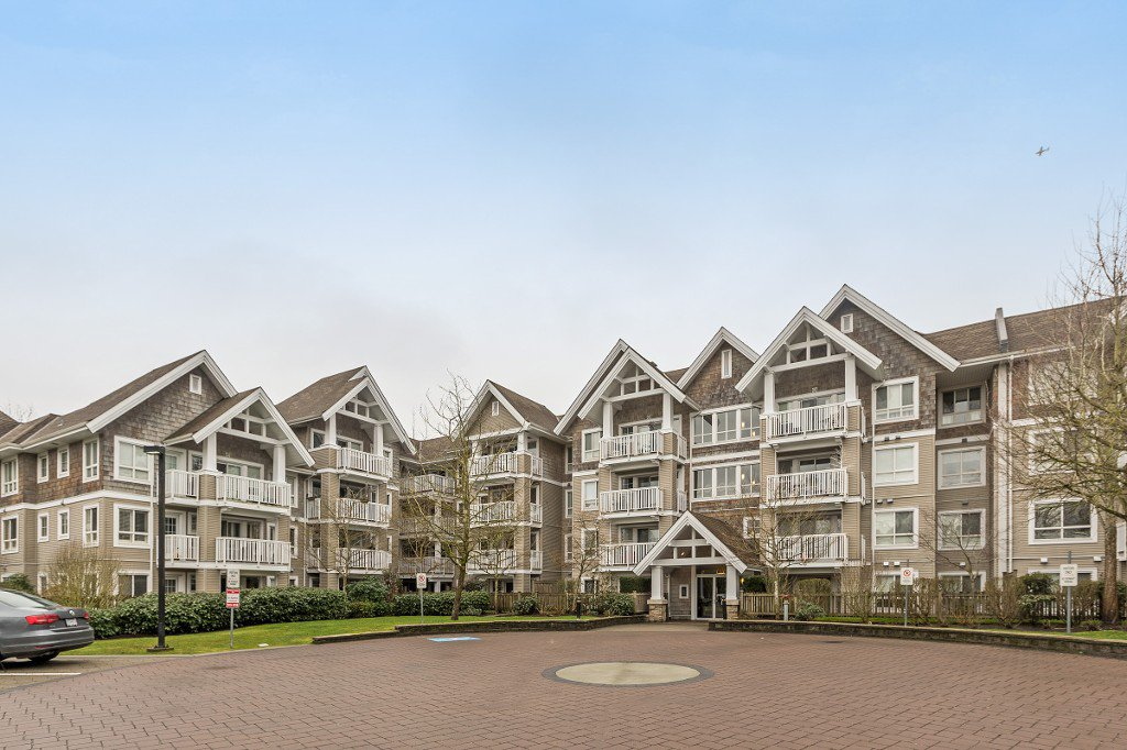 "Main Photo: 319 20750 DUNCAN Way in Langley: Langley City Condo for sale in ""FAIRFIELD LANE"" : MLS®# R2145506"