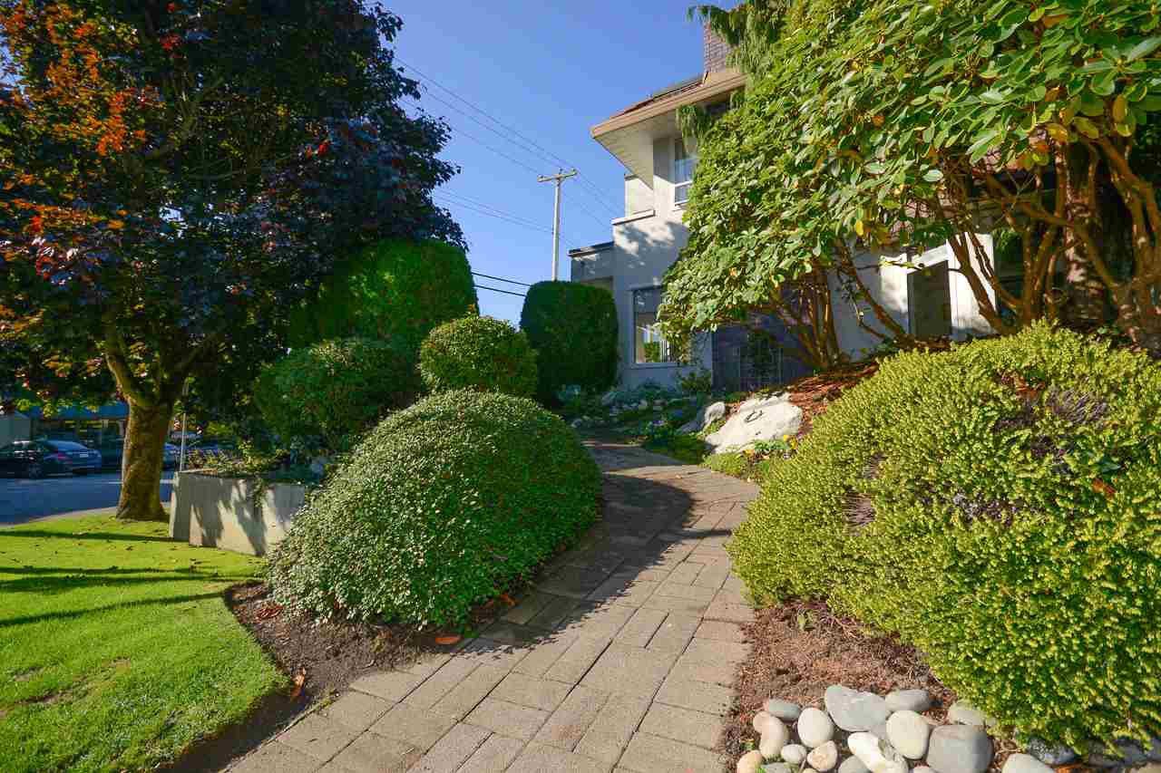 "Main Photo: 104 1225 MERKLIN Street: White Rock Townhouse for sale in ""Englesea Manor II"" (South Surrey White Rock)  : MLS®# R2212484"