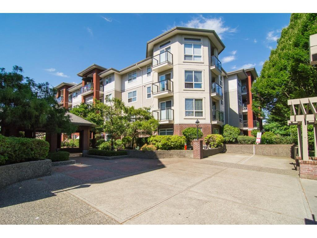 "Main Photo: 117 20259 MICHAUD Crescent in Langley: Langley City Condo for sale in ""City Grande"" : MLS®# R2235723"