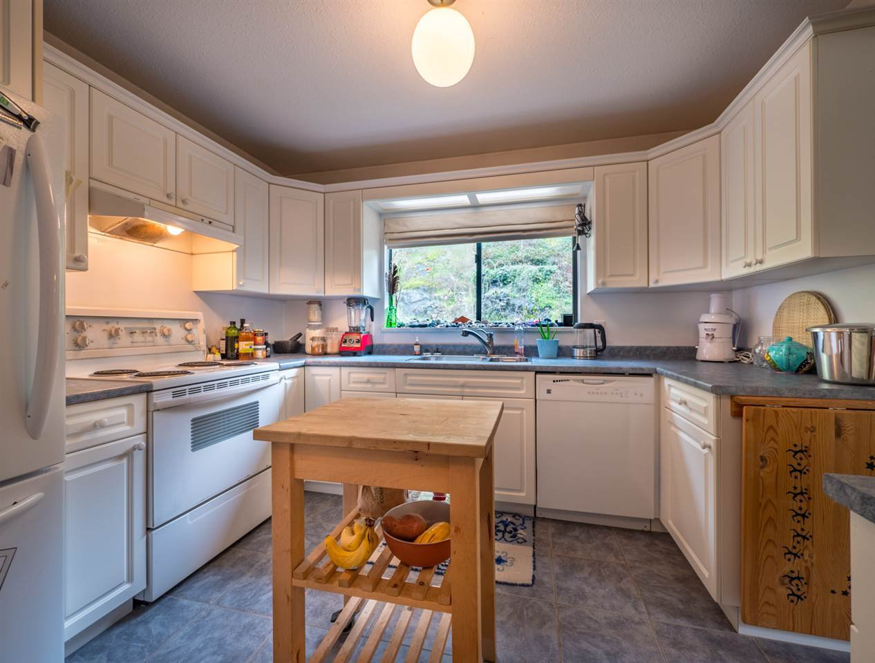 Photo 11: Photos: 8590 REDROOFFS Road in Halfmoon Bay: Halfmn Bay Secret Cv Redroofs House for sale (Sunshine Coast)  : MLS®# R2255695