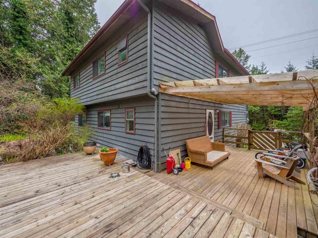 Photo 3: Photos: 8590 REDROOFFS Road in Halfmoon Bay: Halfmn Bay Secret Cv Redroofs House for sale (Sunshine Coast)  : MLS®# R2255695