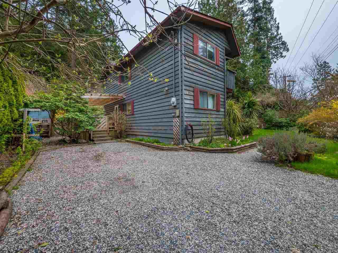 Photo 2: Photos: 8590 REDROOFFS Road in Halfmoon Bay: Halfmn Bay Secret Cv Redroofs House for sale (Sunshine Coast)  : MLS®# R2255695