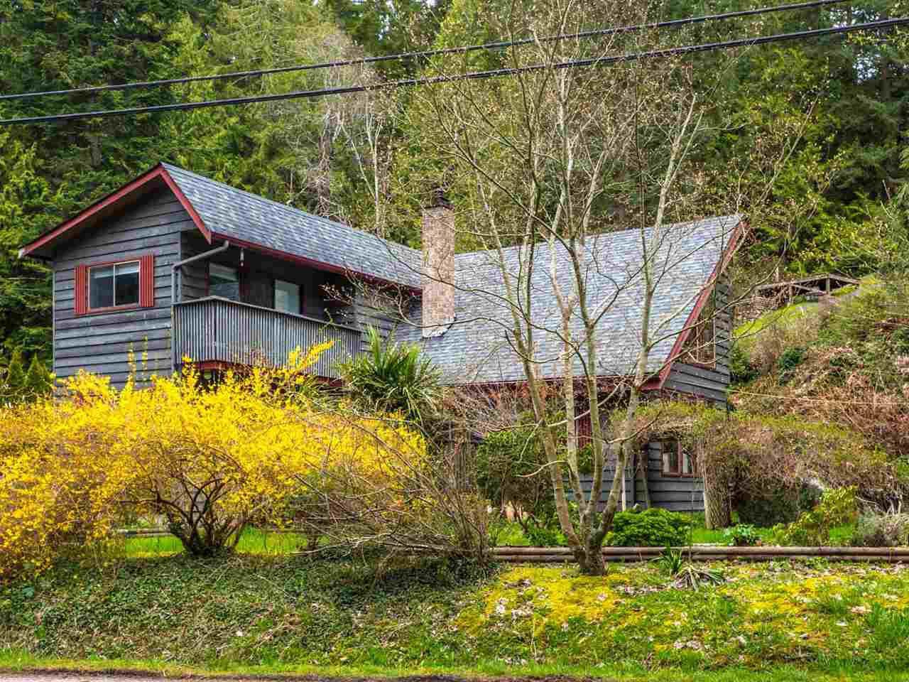 Photo 1: Photos: 8590 REDROOFFS Road in Halfmoon Bay: Halfmn Bay Secret Cv Redroofs House for sale (Sunshine Coast)  : MLS®# R2255695
