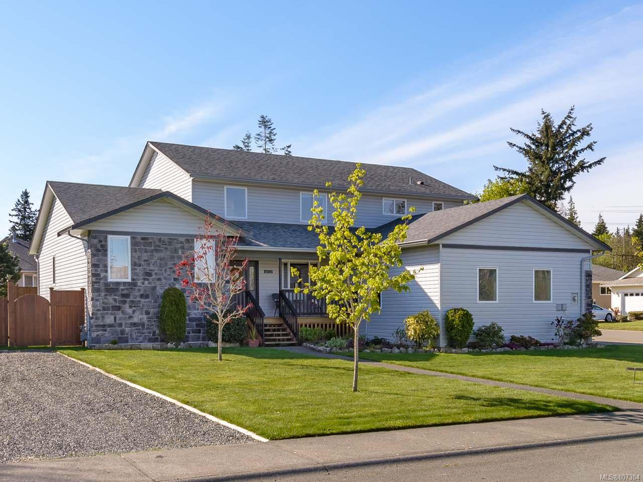 Main Photo: 2572 Carstairs Dr in COURTENAY: CV Courtenay East House for sale (Comox Valley)  : MLS®# 807384