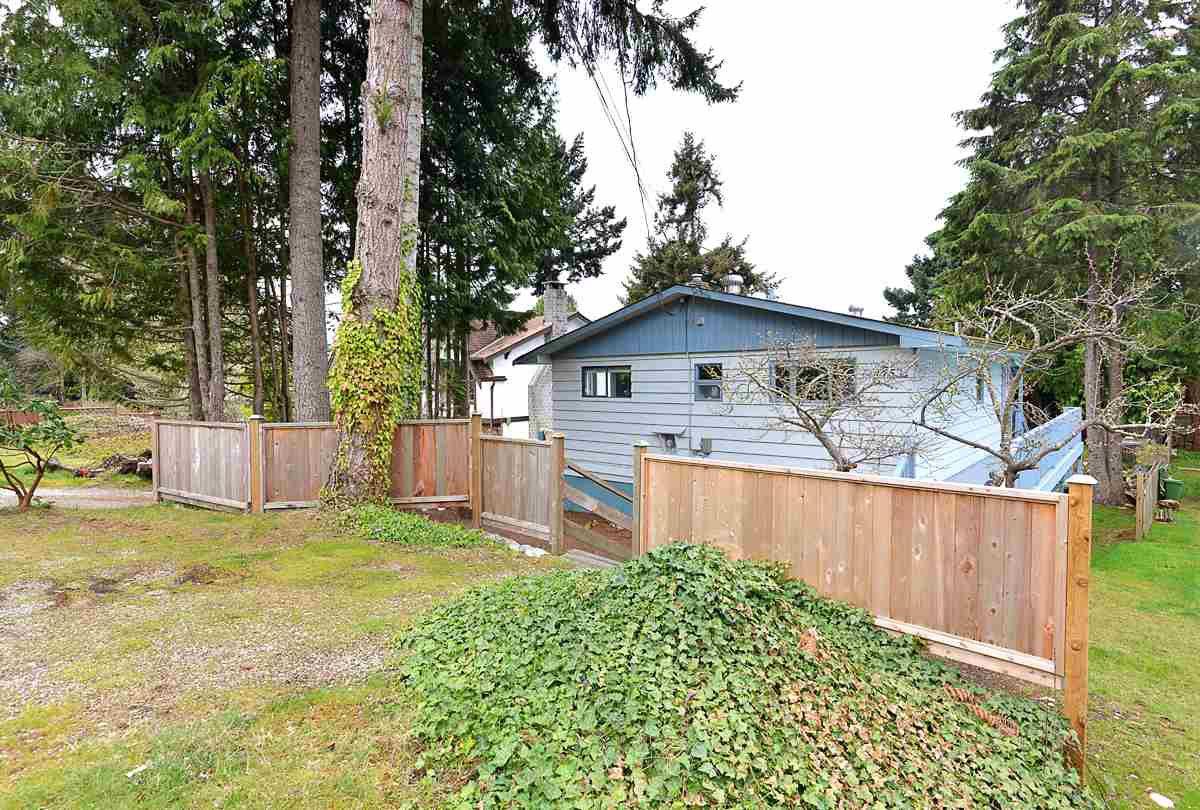 Main Photo: 4753 WHITAKER Road in Sechelt: Sechelt District House for sale (Sunshine Coast)  : MLS®# R2358197