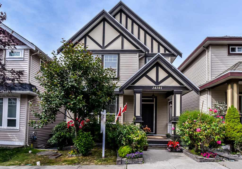 Main Photo: 14181 62A Avenue in Surrey: Sullivan Station House for sale : MLS®# R2384295