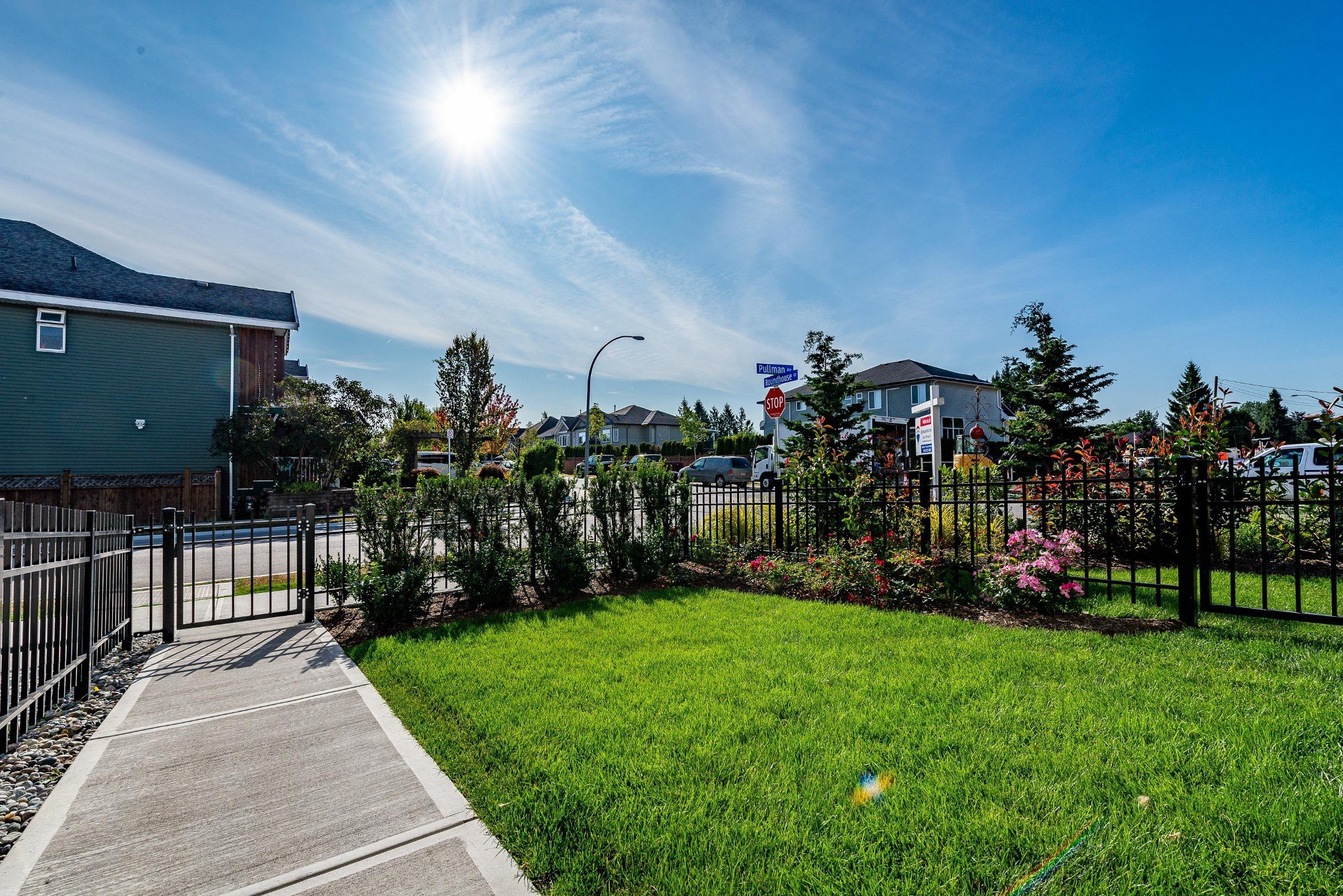 "Photo 5: Photos: 1 27735 ROUNDHOUSE Drive in Abbotsford: Aberdeen Townhouse for sale in ""ROUNDHOUSE"" : MLS®# R2398664"