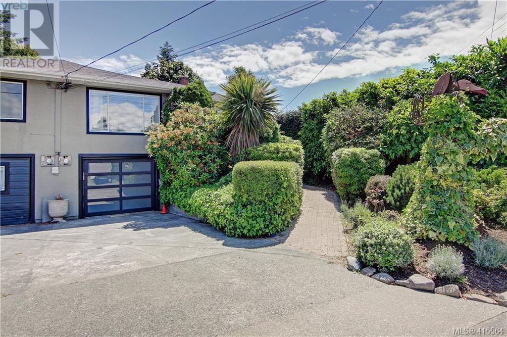 Main Photo: 1757 Richardson St in VICTORIA: Vi Fairfield West Half Duplex for sale (Victoria)  : MLS®# 824357