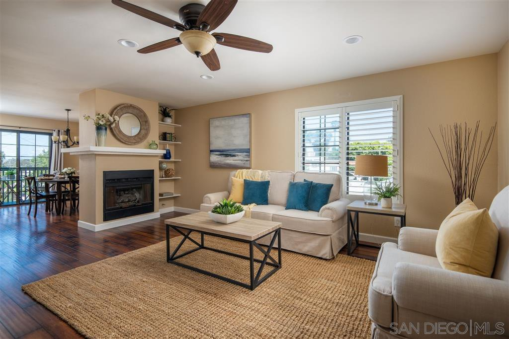 Main Photo: OCEAN BEACH Townhome for sale : 2 bedrooms : 2117 Mendocino Blvd in San Diego