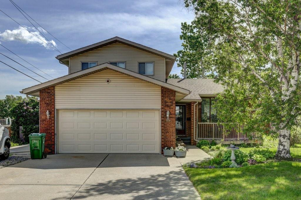 Main Photo: 328 SILVERGROVE Place in Calgary: Silver Springs Detached for sale