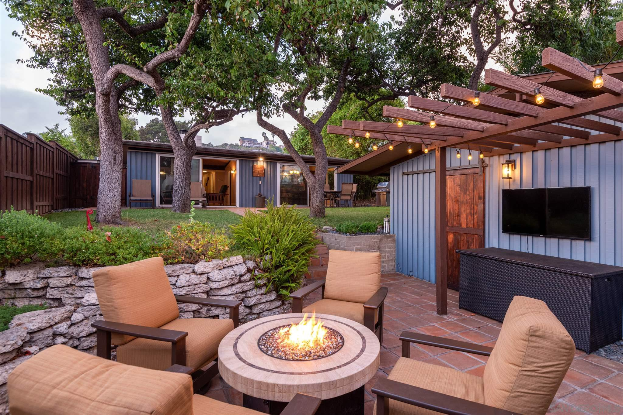 Main Photo: PACIFIC BEACH House for sale : 3 bedrooms : 1223 Agate St in San Diego