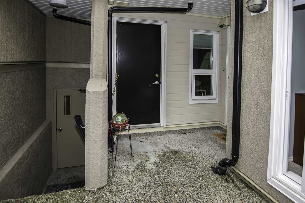 "Photo 14: Photos: 4 1350 W 6TH Avenue in Vancouver: Fairview VW Townhouse for sale in ""PEPPER RIDGE"" (Vancouver West)  : MLS®# R2012322"