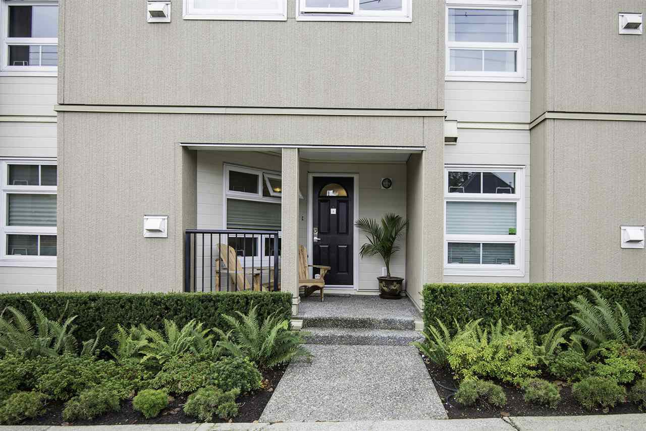 "Photo 1: Photos: 4 1350 W 6TH Avenue in Vancouver: Fairview VW Townhouse for sale in ""PEPPER RIDGE"" (Vancouver West)  : MLS®# R2012322"