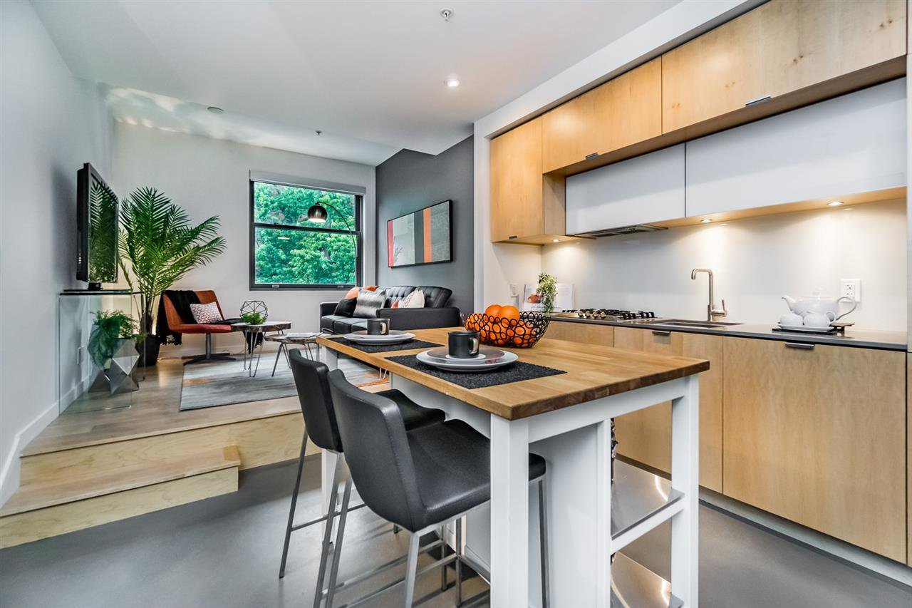 "Main Photo: 401 12 WATER Street in Vancouver: Downtown VW Condo for sale in ""THE GARAGE"" (Vancouver West)  : MLS®# R2083335"