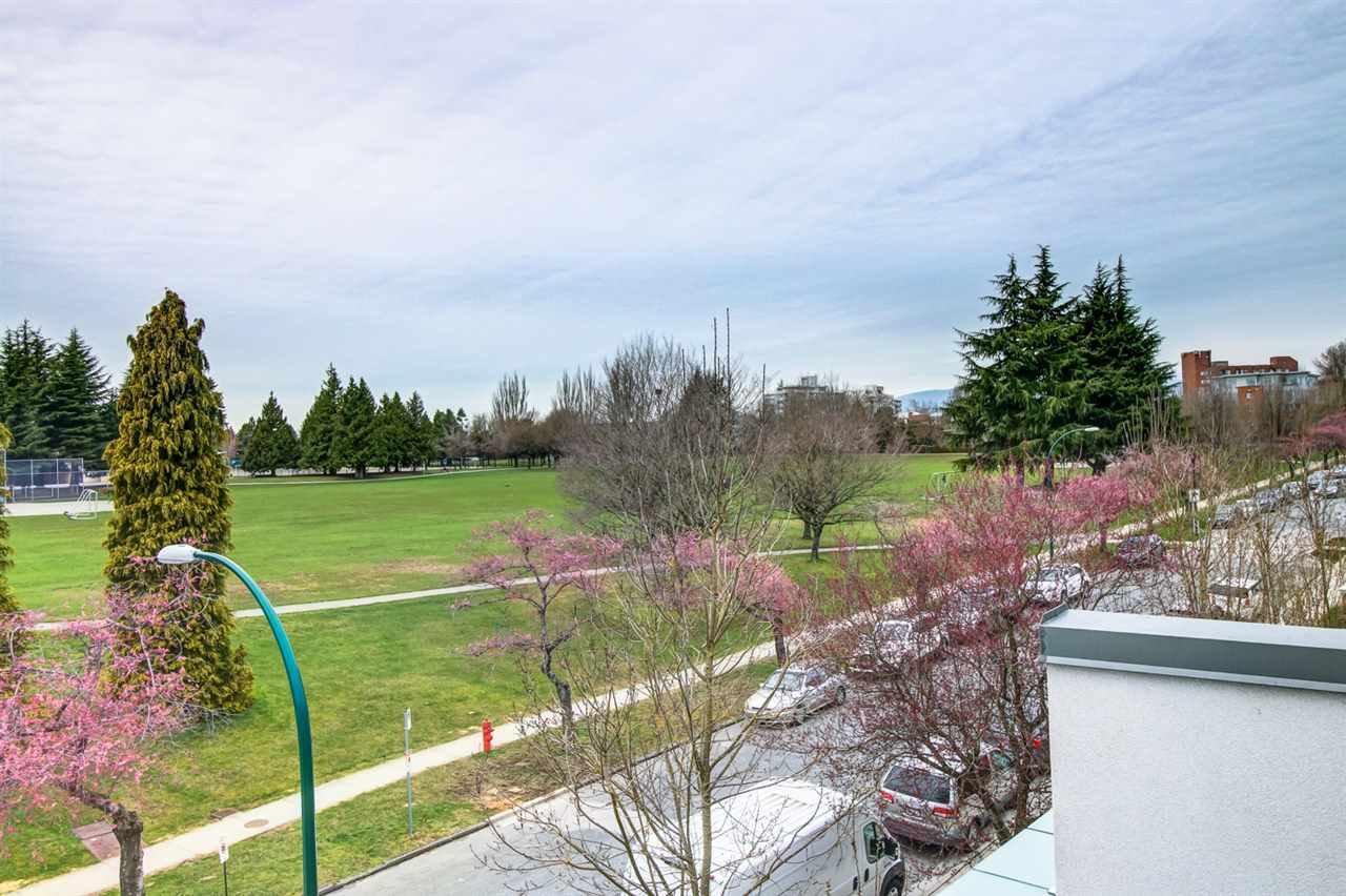 Photo 2: Photos: 6438 ASH Street in Vancouver: Oakridge VW Townhouse for sale (Vancouver West)  : MLS®# R2167257