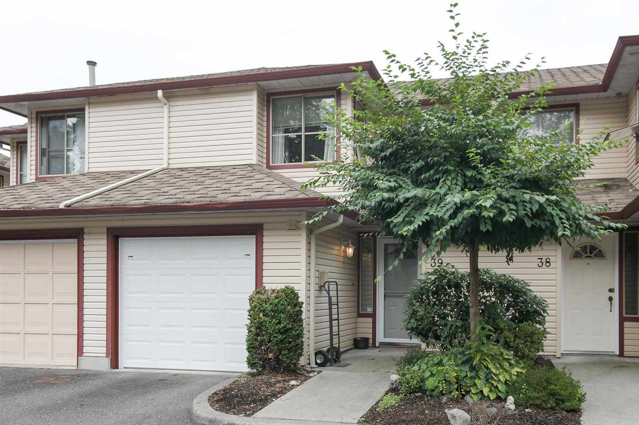 "Main Photo: 39 21960 RIVER Road in Maple Ridge: West Central Townhouse for sale in ""Foxborough Hills"" : MLS®# R2204408"