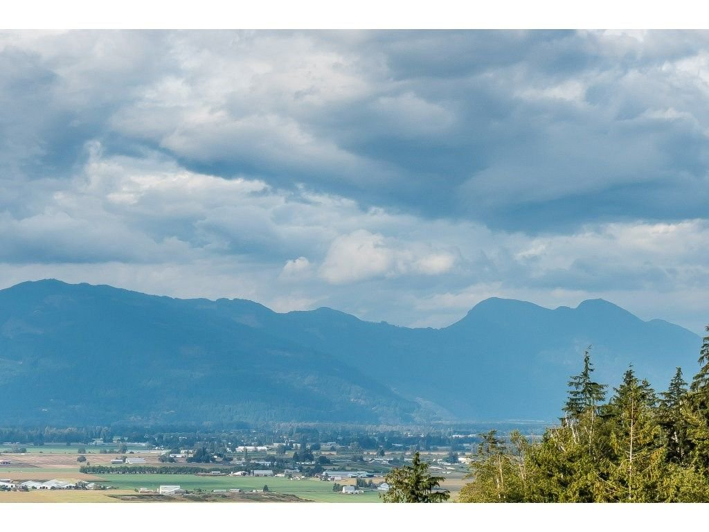 """Main Photo: 58 6026 LINDEMAN Street in Chilliwack: Promontory Townhouse for sale in """"HILLCREST LANE"""" (Sardis)  : MLS®# R2207790"""