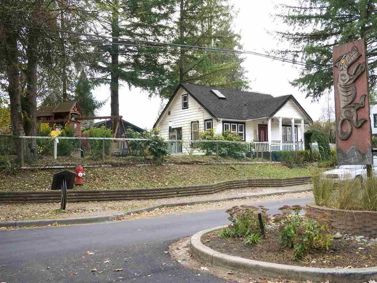 Main Photo: 23358 MAVIS Avenue in Langley: Fort Langley House for sale : MLS®# R2219896