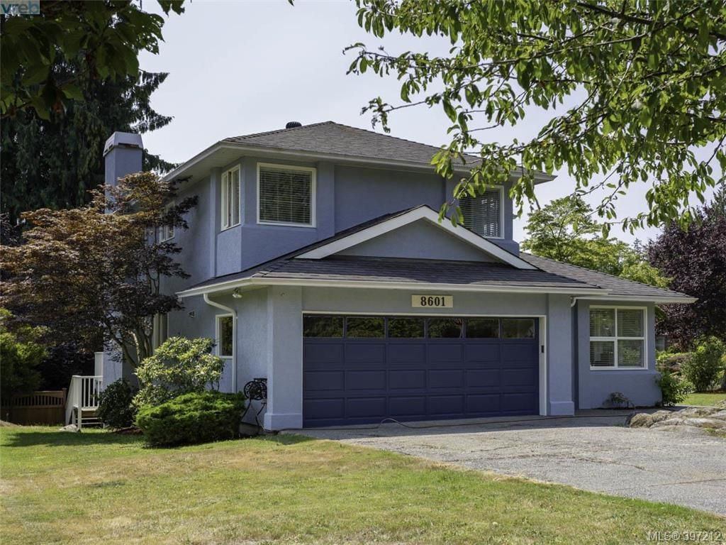 Main Photo: 8601 E Echo Pl in NORTH SAANICH: NS Dean Park House for sale (North Saanich)  : MLS®# 794571