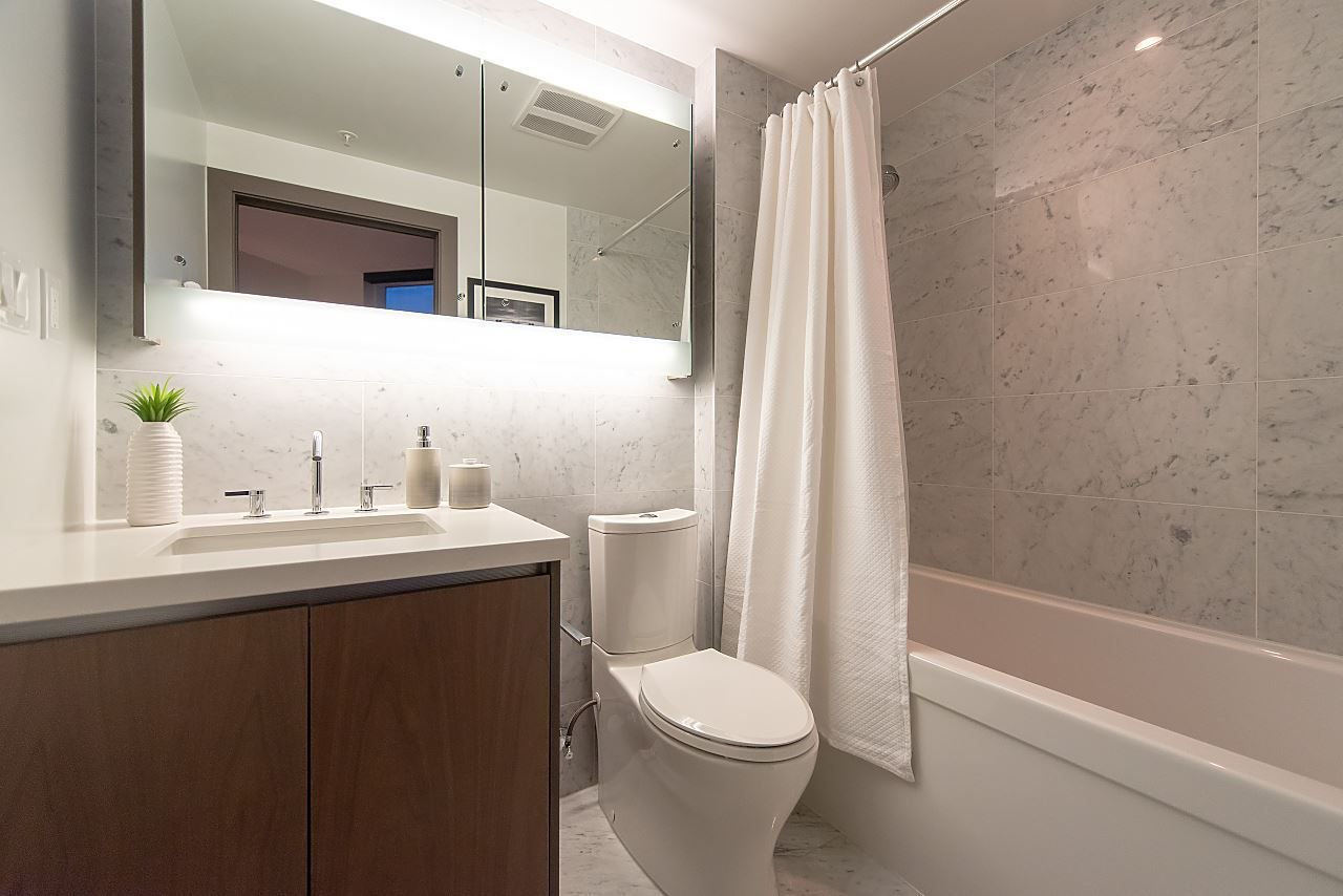 """Photo 9: Photos: 2055 38 SMITHE Street in Vancouver: Downtown VW Condo for sale in """"One Pacific"""" (Vancouver West)  : MLS®# R2310342"""