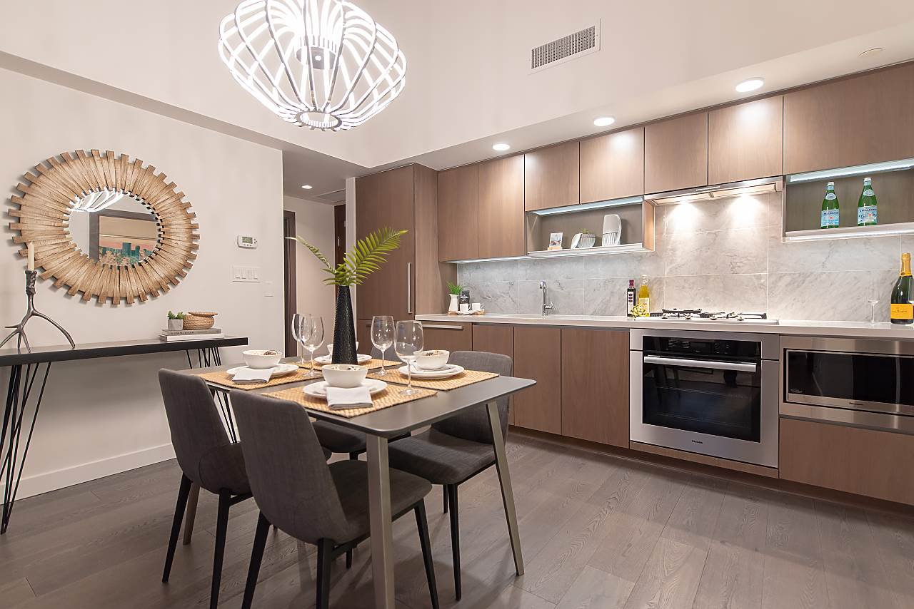 """Photo 5: Photos: 2055 38 SMITHE Street in Vancouver: Downtown VW Condo for sale in """"One Pacific"""" (Vancouver West)  : MLS®# R2310342"""